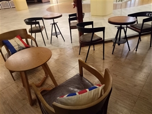 饮品店9成新桌椅现出售