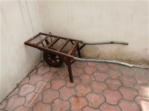 小推车,外美观,承重300斤左右,是家用好帮手。