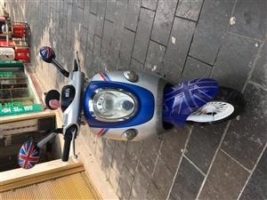 澳门新濠天地官网首页品牌(爱玛)电动车一辆,时尚的外观,车况很好,很新!