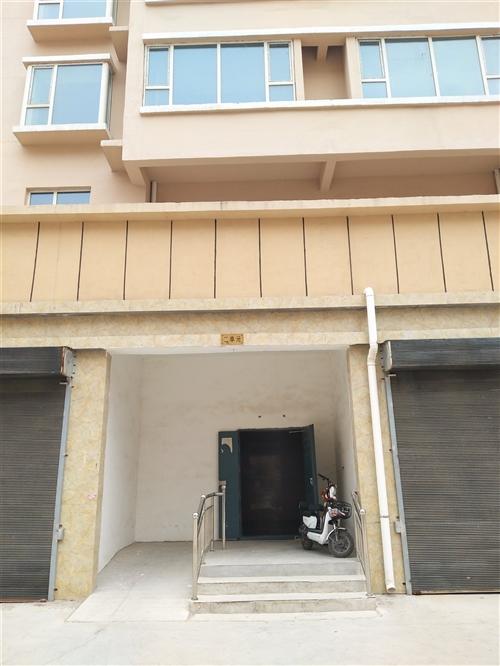 毛坯房御龍公館高層115平米,急售急售
