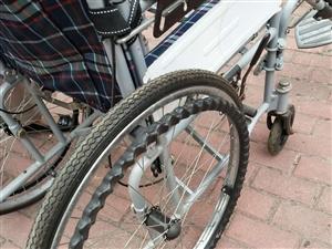此轮椅轻巧耐磨,结实耐用,九成新,行驶灵活方便!有意者可看实物