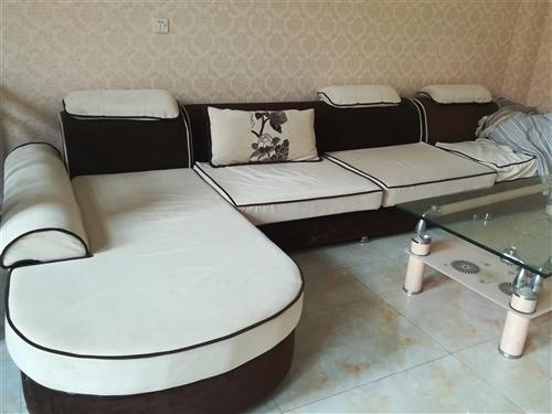 因搬家,现出售沙发一套,送茶几。