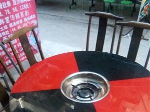 盐亭县县城红黑经典火锅桌一米二。260,有三张。。。大板凳30多把张40元一。把。。一米二的长条火桌...