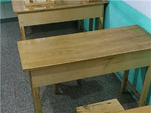 学生桌椅转让,有全新未用的,有九成新的,价格优惠,联系我请说在青州在线看到的的