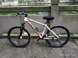 捷安特山地自行车,用了一年,里程不足4000公里,有意者电联,价格可调!联系电话:158831566...