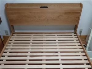 实木床,纯橡木,1.8*2.0米床,之前买三张床,买多了,家里放不下。【全新】没有拆包装,转让两张,...