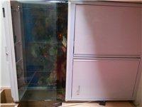 水族箱魚缸  高1.3米,長1米,寬0.3米。