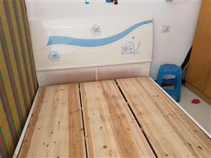 出售二手床铺床垫,500块,地址帝王步行街,有意请联系18374888490 可上门看货。