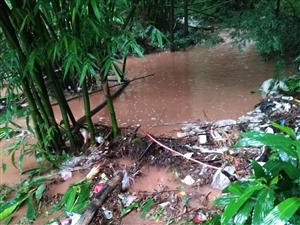 歇马小溪村受暴雨道路受阻