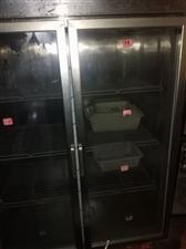 旋转小火锅设备2套出售,单套长5.4米,售2000元,另有配套碗具,坐椅,以及冰箱冷藏柜,保鲜柜低价...