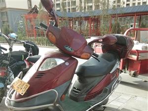 低价出售豪爵踏板摩托车一辆,手续齐全,年审到2019年三月,诚心要的请速与本人联系。