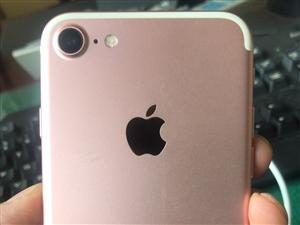 老婆自用苹果7,国行玫瑰金,正在使用中,使用很爱惜,裸机出售,配件让我卖了。随便验机,要的抓紧联系。