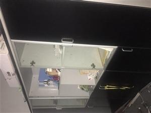 9成新办公家具甩卖,办公桌,会议桌,文件柜,欢迎来挑选。地址洋溪逸龙文创园内
