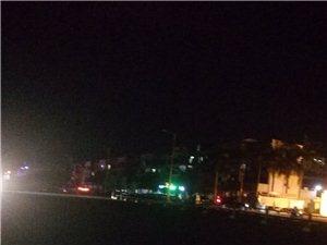 龙门路东坡学校没有路灯