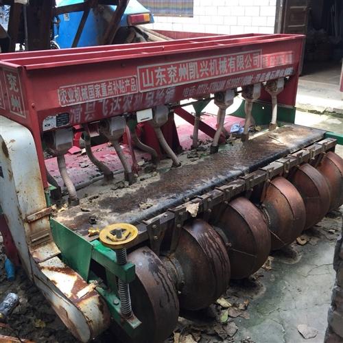 拖拉机,带免耕施肥播种机。8成新,需要请联系,非诚勿扰!