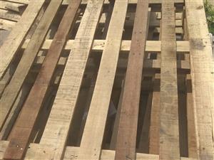 出售木托盘1.1/1.4尺寸,放货下来的,掂库房,防潮用放货用都可以,种菜的掂菜窖用18713806...