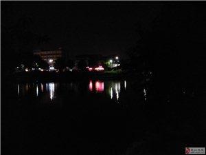 晚步五柳湖夜色颇触