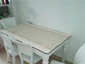 房子装修置换家具,一年多的餐桌9.9成新,有意者联系。