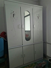 去年买的衣柜,基本全新,因搬新家,现低价出售,有意者联系18215253685