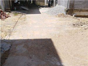 茶山村路口新屋村,一街路面很干净,二街却常年肮脏
