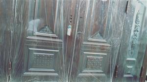 【出售】 本人在河南高星实业大厂订做家装防盗门一个,因订做时尺寸报错,无法安装,有尺寸正好或有需要...