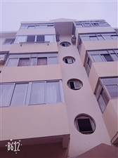 沭阳青岛路小区5楼502室出售,102平方,开价45万。无证