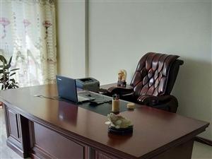 急售:办公桌椅,九成新原价6800元,现价4800元,另送沙发一套,有意者请电联:177937784...