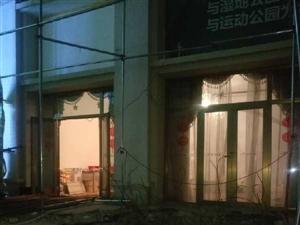 碧桂园商铺地下私自挖引起小区门口地面塌陷,业主出行不受保障