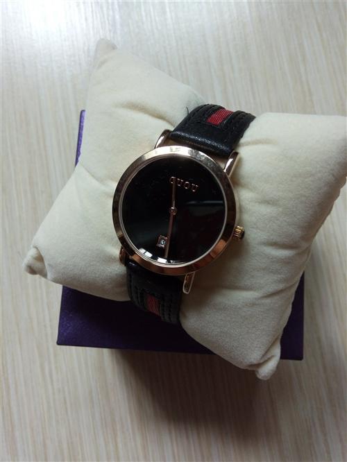 女士手表,9成新,淘宝上买的120现价50处理不还价,到店里都得100多一分不少