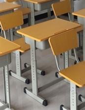 学生桌椅全新,已组装,单套80,十套750。就这样不议价,非诚勿扰,省省电话费。