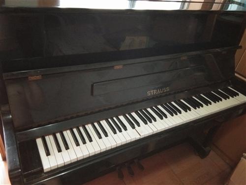 八成新施特勞斯鋼琴,放在家里很少用,現對外轉讓,非誠勿擾,謝謝。聯系電話:15153959610
