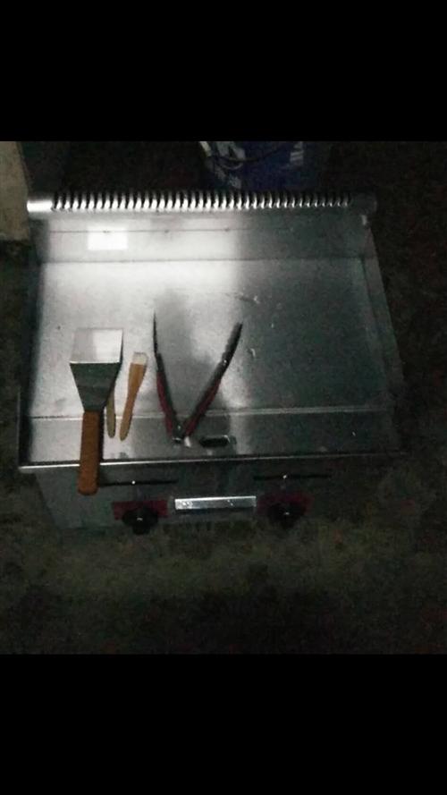 格盾手抓饼机器电扒炉烤冷面机铁板烧铁板商用设备燃气煤气煎烤!买来的时候488就用过一次!现在闲置想转...