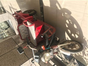 家用三轮车,因搬迁南昌,低价卖了,就卖个电池钱,超级划算,翥山田城商业街看货。