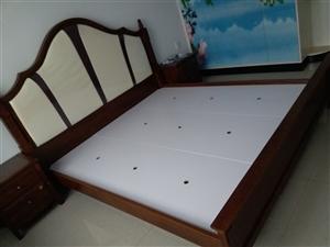 全新床出售 带两个床头柜  没有床垫 价格面议
