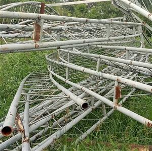 现有,拆除钢构圆弧梁长17.5米,圆弧半径1.8米左右,共13个。有需求者联系我,价格面议。