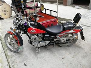本人有辆大地鹰王摩托车要转让,新旧如图,车一直在用,所有手续已丢失,价格900,需要的朋友可试车,电...