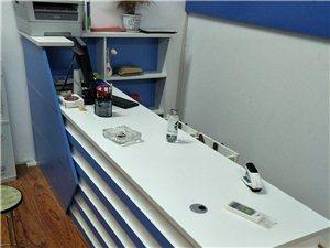 2.2米你前台桌子一个九成新,容易安装!用了一年