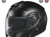 全新日本原裝進口SHOEI全面盔,六月底購進價3530,現折價轉讓,具體價格面議,聯系人:李先生,聯...