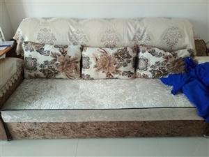 9.9新双人沙发拉床,低价转让! (全新的,因为地方小想放张餐桌。)
