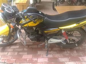 铃木摩托车:手续齐全、行驶5000公里、九成新、购买一年、欲购从速!