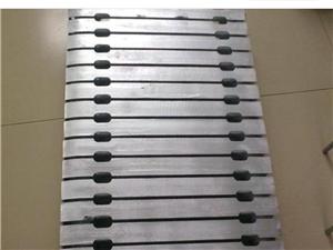 因装修拆卸下来的大量九成五新铸铁暖器片原价40元,现12元一片,白菜价处理! 还有生铁暖气管子也一...