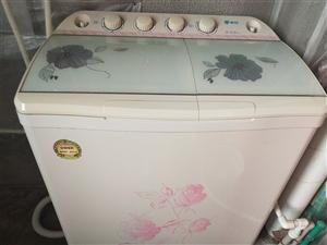 申花双缸洗衣机,七成新,因搬家舍弃可惜,适合租房朋友,便宜出售,300元可议价格