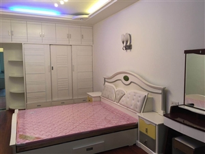 二转盘滨江路5室3厅2卫76万元