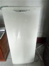 华凌冰箱,八成新,因置换大家电,低价处理。