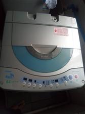 海尔全自动洗衣机,八成新,因搬家低价处理。