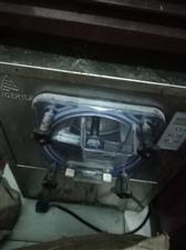 冷饮设备一套,三色冰淇淋机,硬冰机,制冰机等,有需要的联系,价格面议。