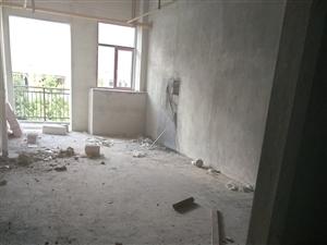 华龙城3室3厅3卫118万元