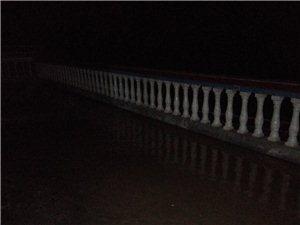三胡水厂自来水管爆了,淹了我家,有没有人管?