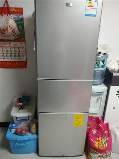 海爾205升三門冰箱   .上面冷藏,中間微冷凍,下面冷凍,制冷效果非常好,一切正常。海爾品牌,高...
