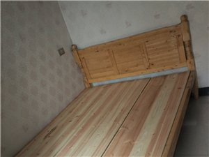 低价转让全新实木(柏木)床,1.5x2m,1.2x2m各一张,配铺板床垫,有意者电联!